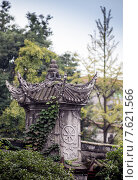 Купить «Китайская архитектура, парк с прудом», фото № 7621566, снято 10 октября 2014 г. (c) Василий Кочетков / Фотобанк Лори