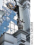 Купить «Статуя богини Правосудия на здании Верховного Суда России. Москва», фото № 7629054, снято 6 июня 2015 г. (c) Екатерина Овсянникова / Фотобанк Лори