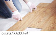 Купить «close up of man installing wood flooring», видеоролик № 7633474, снято 28 марта 2015 г. (c) Syda Productions / Фотобанк Лори