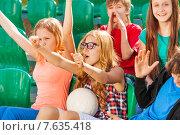 Купить «Дети болеют за свою команду на трибуне стадиона», фото № 7635418, снято 10 мая 2015 г. (c) Сергей Новиков / Фотобанк Лори