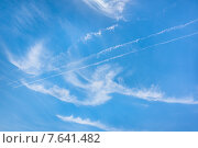 Голубое небо с перистыми облаками. Стоковое фото, фотограф Андрей Соколов / Фотобанк Лори
