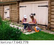 Купить «Юные художники на пленере в в доме-музее И.П.Павлова», эксклюзивное фото № 7643778, снято 16 июня 2015 г. (c) Александр Мишков / Фотобанк Лори