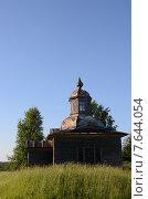 Заброшенная деревенская деревянная часовня (2015 год). Стоковое фото, фотограф Данилова Наталья / Фотобанк Лори