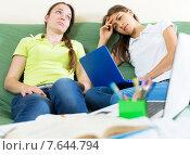 Two melancholy female students. Стоковое фото, фотограф Яков Филимонов / Фотобанк Лори