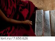 Monk reading a prayer book at Chimi Lhakhang, Punakha District, Bhutan. Стоковое фото, фотограф Keith Levit / Ingram Publishing / Фотобанк Лори