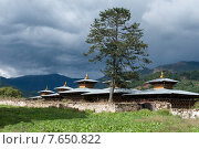 Wangdichholing Palace with mountains in the background, Chokhor Valley, Bumthang District, Bhutan (2010 год). Стоковое фото, фотограф Keith Levit / Ingram Publishing / Фотобанк Лори