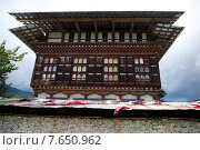 Low angle view of Wangdichholing Palace, Chokhor Valley, Bumthang District, Bhutan (2010 год). Стоковое фото, фотограф Keith Levit / Ingram Publishing / Фотобанк Лори