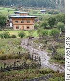 Traditional houses in a village, Phobjikha Valley, Bhutan (2010 год). Стоковое фото, фотограф Keith Levit / Ingram Publishing / Фотобанк Лори