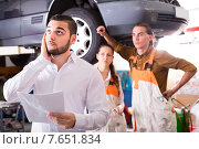Купить «Worried client in a repair shop», фото № 7651834, снято 25 мая 2018 г. (c) Яков Филимонов / Фотобанк Лори