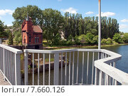 Купить «Домик смотрителя моста. Вид с моста.  Калининград, Кёнигсберг до 1946 г.», эксклюзивное фото № 7660126, снято 15 июня 2015 г. (c) Svet / Фотобанк Лори