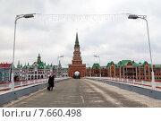Театральный мост и Спасская башня в Йошкар-Оле (2014 год). Редакционное фото, фотограф Сергей Лаврентьев / Фотобанк Лори