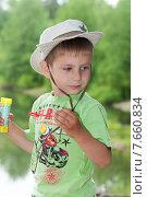 Купить «Мальчик пускает мыльные пузыри в лесу у озера на природе», эксклюзивное фото № 7660834, снято 20 июня 2015 г. (c) Алексей Бок / Фотобанк Лори