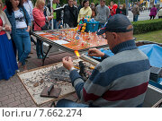 Стеклодув за работой, празднование дня города Калининграда 2015. Редакционное фото, фотограф Svet / Фотобанк Лори