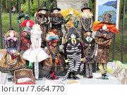 Куклы ручной работы на городской ярмарке (2015 год). Редакционное фото, фотограф Копылова Ольга Васильевна / Фотобанк Лори