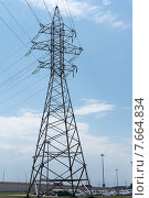 Купить «Опора линии электропередач», фото № 7664834, снято 5 июля 2015 г. (c) Ольга Алексеенко / Фотобанк Лори