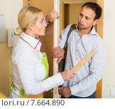 Купить «Angry girl threatens with rolling-pin», фото № 7664890, снято 20 января 2019 г. (c) Яков Филимонов / Фотобанк Лори