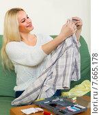 Купить «girl mending linen», фото № 7665178, снято 21 января 2020 г. (c) Яков Филимонов / Фотобанк Лори