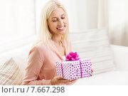 Купить «smiling woman with gift box at home», фото № 7667298, снято 6 июня 2015 г. (c) Syda Productions / Фотобанк Лори