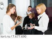 Купить «Adults person dispute about haircut», фото № 7677690, снято 13 ноября 2018 г. (c) Яков Филимонов / Фотобанк Лори