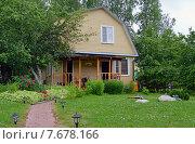Купить «Загородный летний дом», эксклюзивное фото № 7678166, снято 28 июня 2015 г. (c) Александр Замараев / Фотобанк Лори