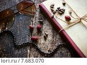 Очки, бусы, книга, орехи и шиповник на деревянном фоне. Стоковое фото, фотограф Alexander Alexeev / Фотобанк Лори