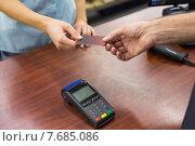 Купить «Woman at cash register paying with credit card», фото № 7685086, снято 21 января 2015 г. (c) Wavebreak Media / Фотобанк Лори