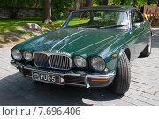 Купить «Двухдверный Jaguar XJ12c Daimler Double Six Coupe на слете владельцев автомобилей Ягуар. Турку, Финляндия», фото № 7696406, снято 13 июня 2015 г. (c) Виктор Карасев / Фотобанк Лори