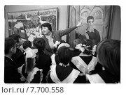 Ученики на уроке живописи в Третьяковской галерее, 1978. Редакционное фото, фотограф Борис Кавашкин / Фотобанк Лори