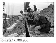 Студенческий строительный отряд город Гагарин, 1972. Редакционное фото, фотограф Борис Кавашкин / Фотобанк Лори