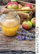 Медовый Спас, мед в банке и яблоки. Стоковое фото, фотограф Николай Лунев / Фотобанк Лори