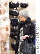 Купить «Молодая женщина в магазине нижнего белья», фото № 7834110, снято 3 апреля 2020 г. (c) Matej Kastelic / Фотобанк Лори