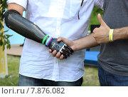 Купить «Рукопожатие бионического протеза и человеческой руки», фото № 7876082, снято 14 июня 2015 г. (c) Данила Васильев / Фотобанк Лори