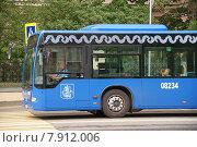 Купить «Автобус Mercedes-Benz Conecto, следующий по маршруту № 132, едет по Большой Пироговской улице, Москва», фото № 7912006, снято 15 июля 2015 г. (c) Павел Москаленко / Фотобанк Лори