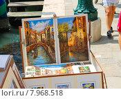 Картины художников на улице в Венеции, Италия (2014 год). Редакционное фото, фотограф Николай Кокарев / Фотобанк Лори