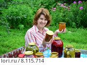 Купить «Домохозяйка с домашними заготовками на зиму в саду», фото № 8115714, снято 19 июля 2015 г. (c) Володина Ольга / Фотобанк Лори