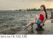Купить «Молодая девушка в роликах сидит на набережной у самой воды. Санкт-Петербург», фото № 8132130, снято 20 июня 2015 г. (c) Ивашков Александр / Фотобанк Лори