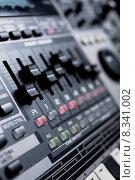 Купить «drum machine with build-in mixer», фото № 8341002, снято 16 июля 2018 г. (c) PantherMedia / Фотобанк Лори
