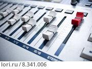 Купить «white mixer with red master in studio», фото № 8341006, снято 16 июля 2018 г. (c) PantherMedia / Фотобанк Лори