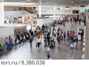 Купить «Новый зал ожидания с выходами на посадку в аэропорту Пулково, Санкт-Петербург», фото № 8380038, снято 5 июля 2015 г. (c) Кекяляйнен Андрей / Фотобанк Лори
