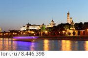 Купить «Вечерняя Москва, вид на набережную и Кремль», фото № 8446398, снято 26 июля 2015 г. (c) Владимир Журавлев / Фотобанк Лори