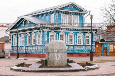 Городец. Музейный квартал, памятник Александру Невскому на фоне музея самоваров