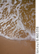 Пенистые волны на песчаном пляже. Стоковое фото, фотограф Виктор Аксёнов / Фотобанк Лори