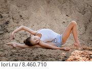Девочка тренируется на песке. Стоковое фото, фотограф Мария Мороз / Фотобанк Лори