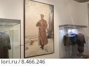 Купить «Москва, выставка посвящённая войне 1941-1945 годов в Историческом музее, картина Иосиф Виссарионович Сталин с биноклем в военной форме», эксклюзивное фото № 8466246, снято 2 мая 2015 г. (c) Дмитрий Неумоин / Фотобанк Лори
