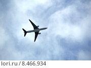 """Купить «Boeing 777-200ER (бортовой номер VQ-BUD) авиакомпании Nordwind Airlines (""""Северный ветер"""") со световым маячком в нижней части фюзеляжа на фоне пасмурного облачного неба», фото № 8466934, снято 19 июля 2015 г. (c) Александр Замараев / Фотобанк Лори"""