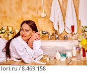 Woman relaxing at home bath. Стоковое фото, фотограф Gennadiy Poznyakov / Фотобанк Лори