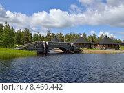 Купить «Летний пейзаж. Бревенчатый мост через северную речку», фото № 8469442, снято 5 июля 2015 г. (c) Валерия Попова / Фотобанк Лори