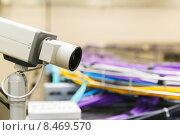 Купить «Видеокамера и связка кабеля utp», фото № 8469570, снято 22 июля 2018 г. (c) Mikhail Starodubov / Фотобанк Лори
