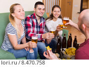 Купить «Friends hanging out with beer», фото № 8470758, снято 19 февраля 2020 г. (c) Яков Филимонов / Фотобанк Лори