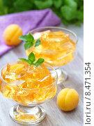 Десерт из фруктового желе и свежих фруктов. Стоковое фото, фотограф Ольга Гамзова / Фотобанк Лори